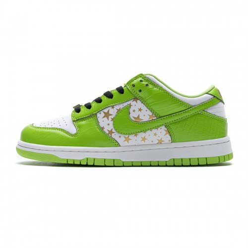 Supreme x Nike SB Dunk Low 'Green Stars' DH3228-101